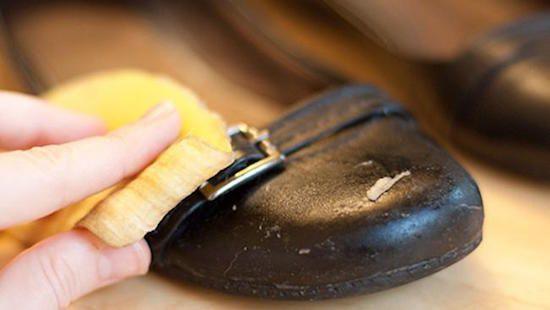 La peau de banane permet de faire briller le cuir des chaussures