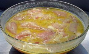 S týmto receptom si urobíte mäso expresne rýchlo a navyše bude lahodné a šťavnaté. Tajomstvo spočíva v marináde … INGREDIENCIE 2 vajíčka 1 polievková lyžica horčice 1 polievková lyžica škrobu 1 čajová lyžička soli 1 čajová lyžička mleté korenie (alebo iné) 1 polievková lyžica rastlinného masla 2 čajové lyžičky sezamu 500gmäsa POSTUP Zmiešajte vajíčka, škrob, horčicu, soľ a korenie. Môžete