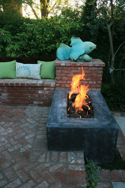 Interesting fire pit idea.   Love the simplicity & fish sculptor but not crazy about sitting on bricks nor are my friends.