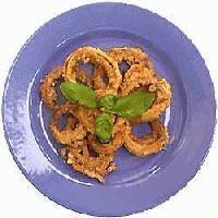Krążki cebuli w kożuszku - smażone w cieście z czosnkiem (dieta lakto-ovo-wege)
