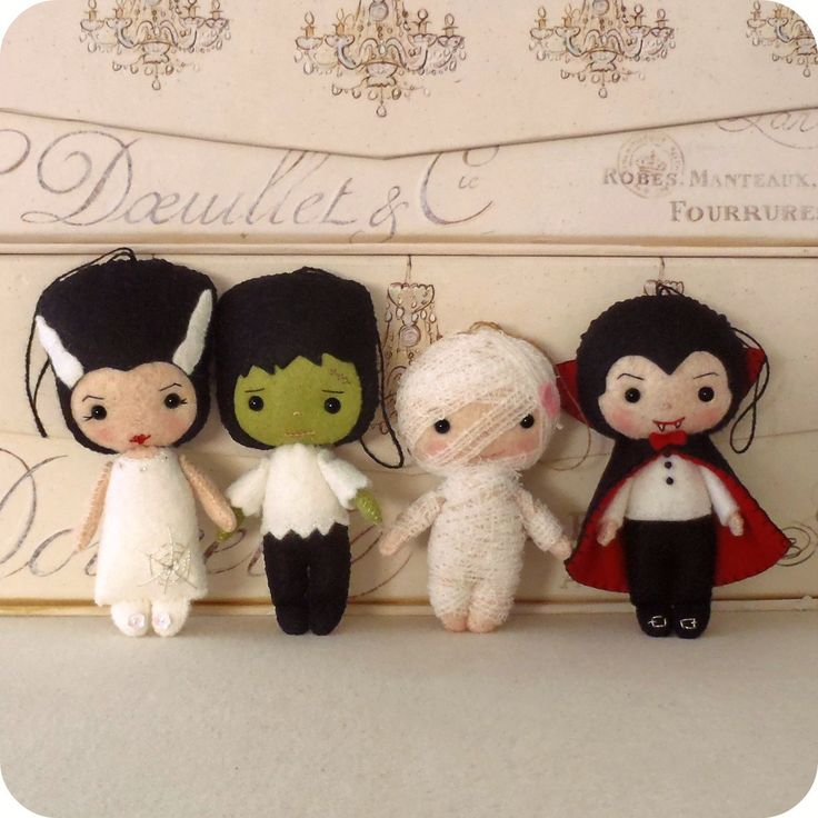 Dracula, Frankenstein, Bride, Mummy, these are super cute!
