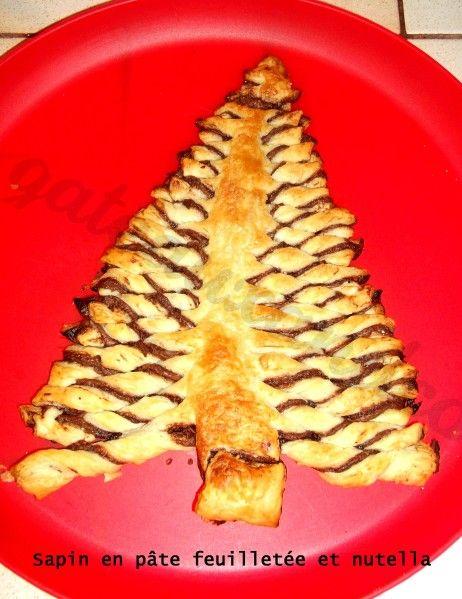 Sur le même principe que la couronne feuilletée pour la recette, voici mon sapin au nutella. J'ai simplement tartiné du nutella sur une pâte feuilletée que j'ai recouvert avec une deuxième pâte. Puis j'ai découpé un sapin dans la pâte et découpé des lanières...