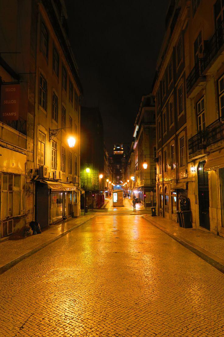 Vicoli di notte a Lisbona http://blog.zingarate.com/mondovagando/lisbona-introduzione/