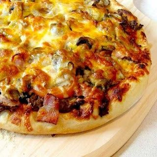 Bacon Cheeseburger Pizza. Could actually make this gluten-free friendly!   ☀CQ #appetizers #tailgate  #football #recipes