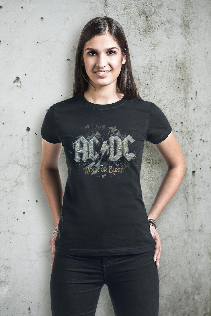 """We Salute You! Mit AC/DC wurde der Hard Rock mitbegründet. Seit 1973 schreiben die australischen Jungs aus Sydney verdammt große Musikgeschichte. Mit Alben wie """"For Those About To Rock"""" oder """"Back in Black"""" haben sie Rekorde gebrochen und das völlig zu Recht! 2014 haben sie dann mit ihrem """"Rock or Bust"""" Album mal wieder bewiesen, dass sie die Urväter des Rocks sind. Bei uns bekommt ihr das passende Girl-Shirt zum Album. Auf dem schwarzen """"Rock or Bust"""" Girl-#Shirt prangt das #Cover zum…"""