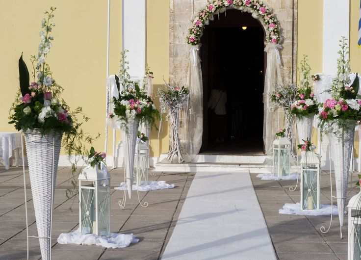 White and pink church wedding decoration / λευκό και ροζ διακόσμηση της εκκλησίας