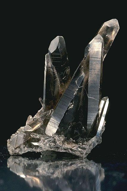 Os cristais de quartzo fumê.  Fotografia: Ken Hammond, USDA.