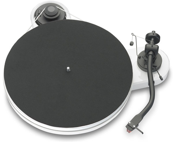 La platine vinyle Project RPM 1.3 est le parfait accord entre simplicité, efficacité et petit prix.  -  #Cobra #Cobrason #HighTech #HiFi #Image #Platine #Vinyle #PlatineVinyle #ProJect #RPM