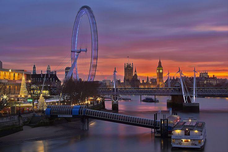 https://flic.kr/p/pyFuFg | Gioiello / Jewel (Buon Natale!!! / Merry Christmas!!!) (Westminster, London, England) | Regno Unito Londra, Waterloo Bridge, Autunno 2014  Il Waterloo Bridge è un ponte che attraversa il Tamigi a Londra. Il ponte prende il nome dalla vittoria anglo-olandese e prussiana nella battaglia di Waterloo nel 1815. Grazie alla sua strategica posizione su una curva del fiume, questo ponte possiede le viste più belle di Londra a livello del suolo con Westminster, South Bank…