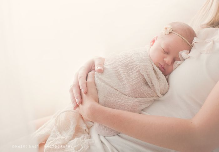 Now THIS is how newborn photography SHOULD look!