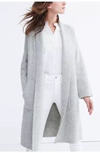 The Best In-Between-Seasons Wardrobe Staples: white top, white jeans with high waist and long soft cardigan.