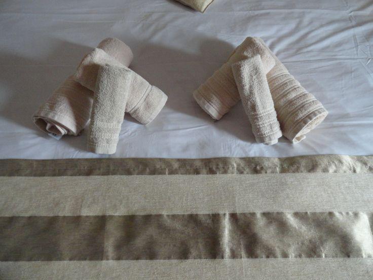 Πετσέτες προσωπικής υγιεινής στα δωμάτια του Hotel Rodovoli. (Konitsa, Epirus, Greece)