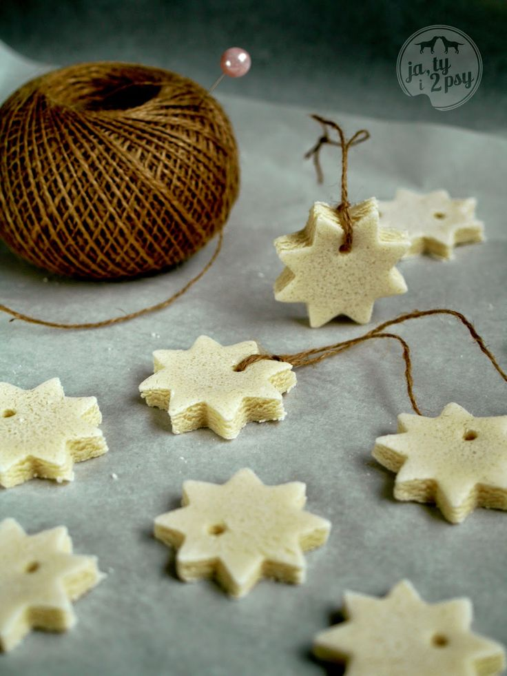 Rustic stars perfect for a christmas tree- made from salt clay. Just mix together 1 cup flour, 1 cup salt, half cup potato flour and 3/4 cup water. Knead like play-doh. Finally roll out and cut your favourite shape with a cookie cutter. Make a little whole and let it dry for 3 days in a warm place. Hang on a tree. Happy Holiday!