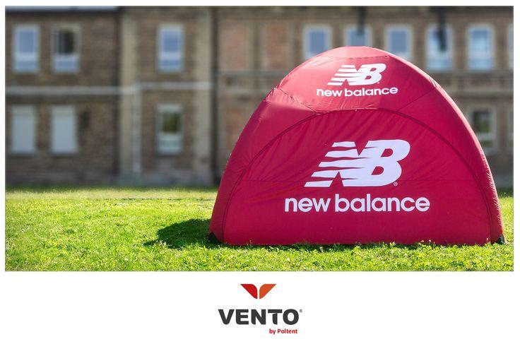 Nowoczesny namiot Vento z brandingiem New Balance.  #Vento #Sport #inflatablestent