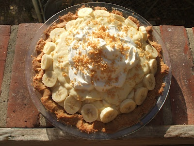 Banana Cream Pie with Peanut Crust and Salty Bourbon CaramelBanana Cream Pies, Yummy Desserts, Salty Bourbon, Bourbon Caramel Yum, Yummy Food, Desserts Pies, Favorite Recipe, Peanut Crusts, Bananas Cream Pies