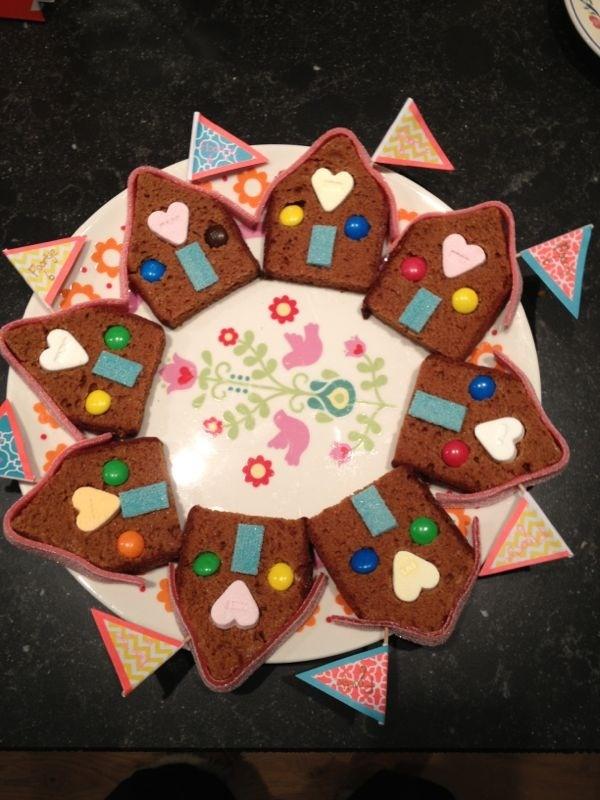 Super treat idea for individual slices of ginger bread or cake (or dutch ontbijtkoek)