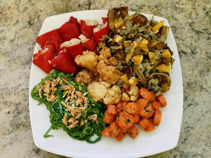 Una nueva opción para las verduras variadas. Alcahofas fritas con berberechos y naranja, pimientos rellenos de bacalao, judías verdes con refrito de almendras zanahoria rehogada con ajo y perejil y coliflor rebozada