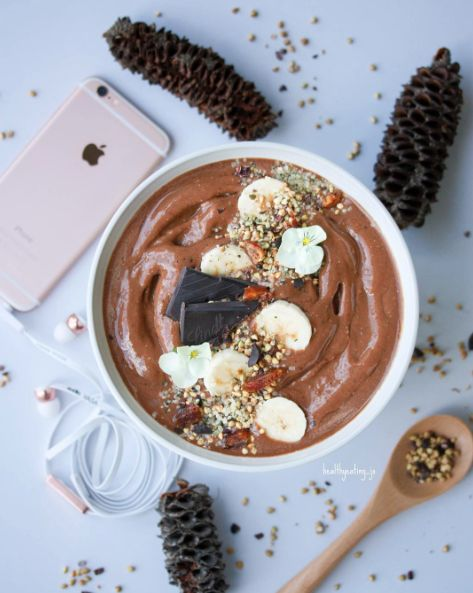 Chocolate Caramel Superfood Smoothie Bowl by @healthyeating_jo - Sweeter Life Club