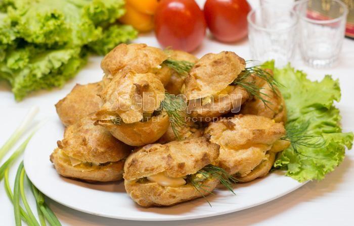 Закусочные эклеры с начинкой из салата