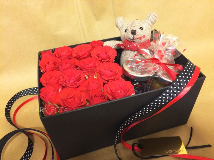 a flowerbox~ decorated with a mini bear, cute mini-sized jams and mini red roses. the 'red' goes with winter very well. I think it would make a great gift in winter! (www.ladybota.com)