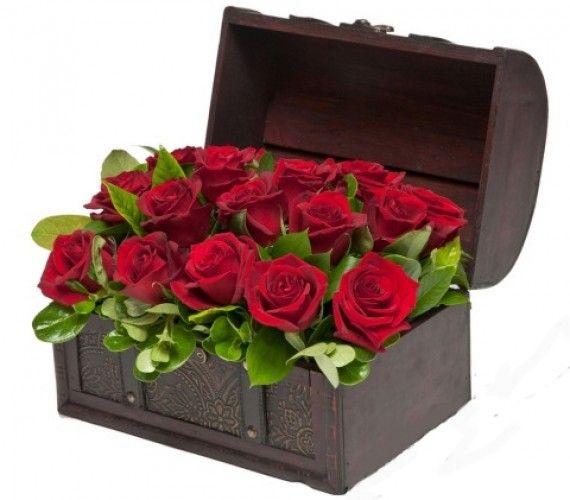 Cufăr cu 15 trandafiri roşii