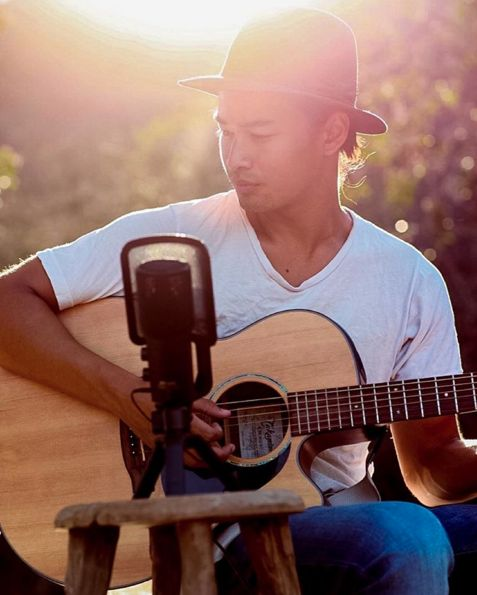 When you thought The Fosters' Jordan Rodrigues couldn't possibly be any more perfect and then he brought out his GUITAR. | 21 Times Australian Men Made You So Damn Thirsty In 2015