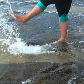 SPLASH OUT in Teal Fitted Tights!  Feel good, look great - activewear sizes 16-26 Designed & made in Australia www.blitzactive.com.au #blitzactive #blitzactivewear #plussizeactivewear #plussizeworkout #tights #activewear #plussize