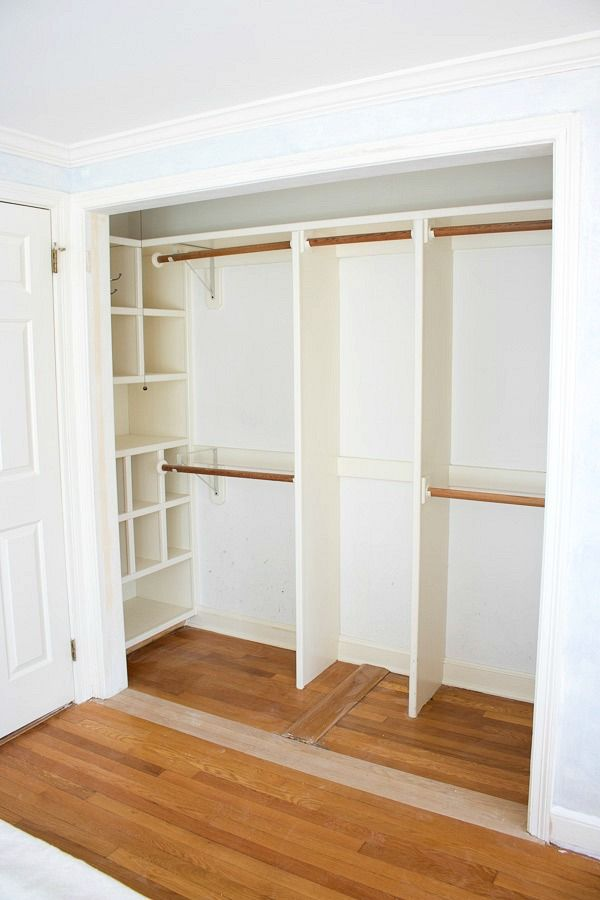 Good way to create useable storage space in the end alcove of a closet with the shelving