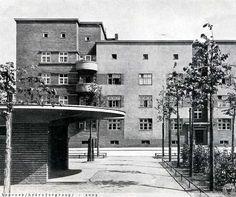 Wrocławski dom mieszkalny autorstwa architekta L.H.Moshamera. Dolny Śląsk / Wrocław / Popowice   / pl. Wiślany 1929