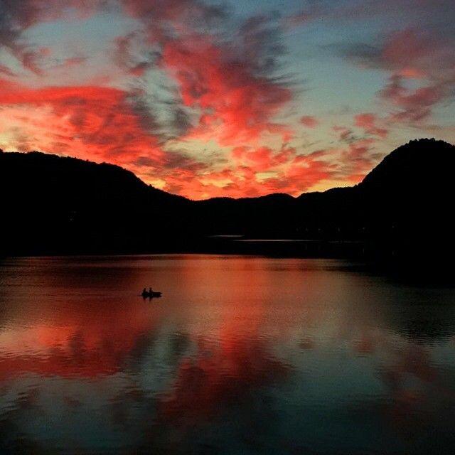 Foto: AK Stensland, Solnedgang ved Lenefjorden, Lindesnes, Norge