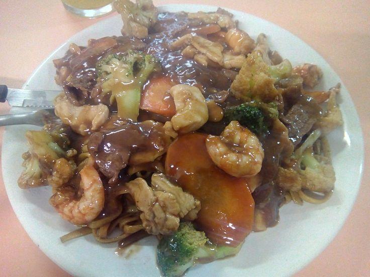 No geral, um bom lugar pra comer um bom Yakissoba até não aguentar mais, dentre…