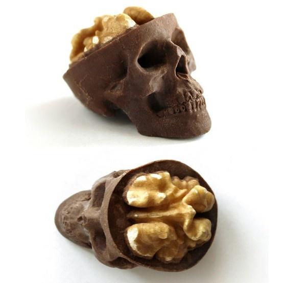 Food design: teschi di cioccolato e noci - più verosimile che mai...