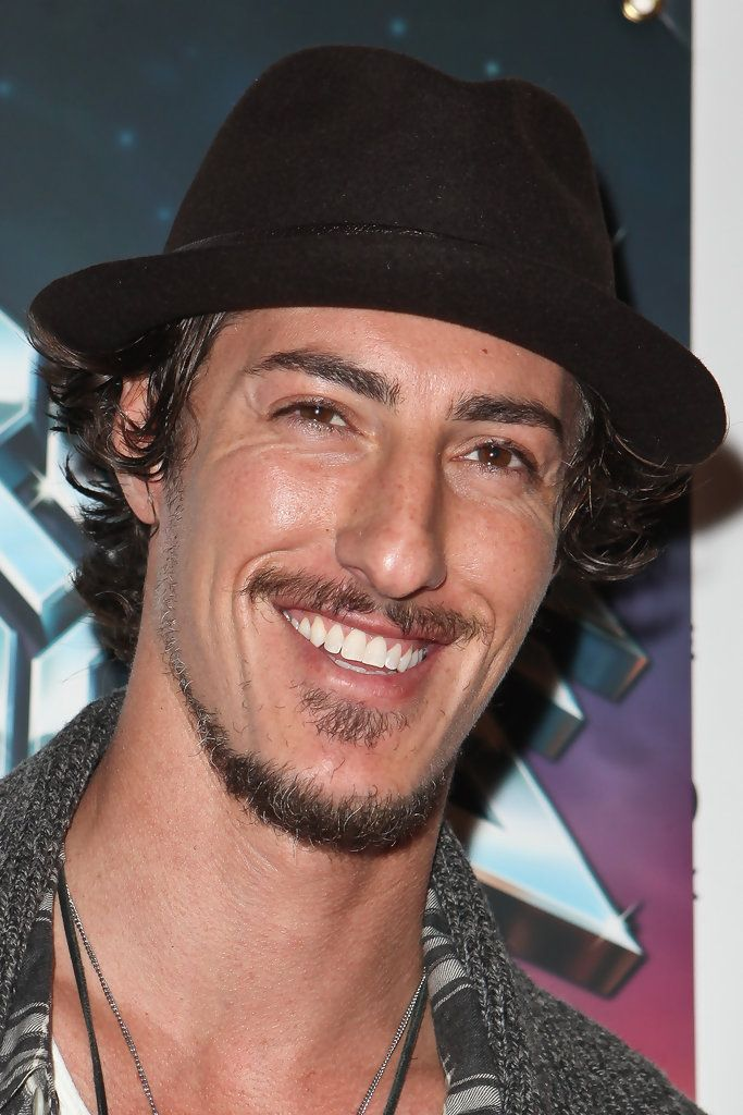 "Eric Balfour - noche de la inauguración de ""Rock Of Ages"" en el Pantages Theatre - Red Carpet"
