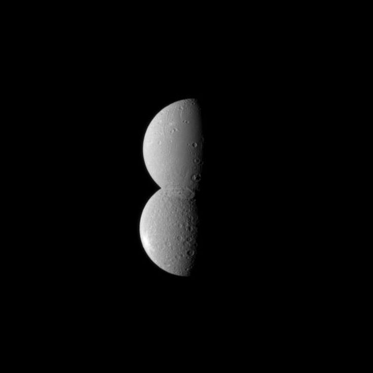 Satellite Snowman! Saturn Moons Align in Dazzling Photo ...