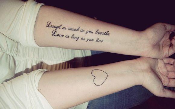 """""""Sorria tanto quanto você respira. Ame enquanto você viver"""". Quem aí concorda com a frase? o/ - Tattoos de frases para se inspirar! - Você - CAPRICHO"""