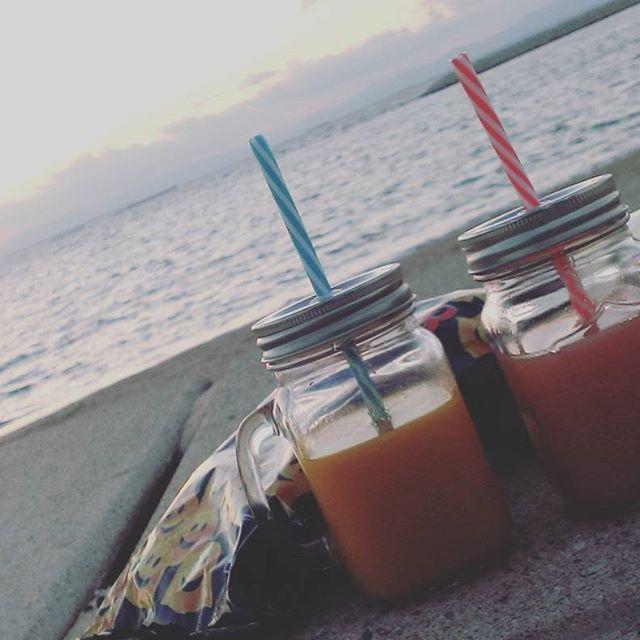 【okawamiho】さんのInstagramをピンしています。 《#sunset#ビーチ#ビーチピクニック#夕日#綺麗#海#連休最後も海へ》