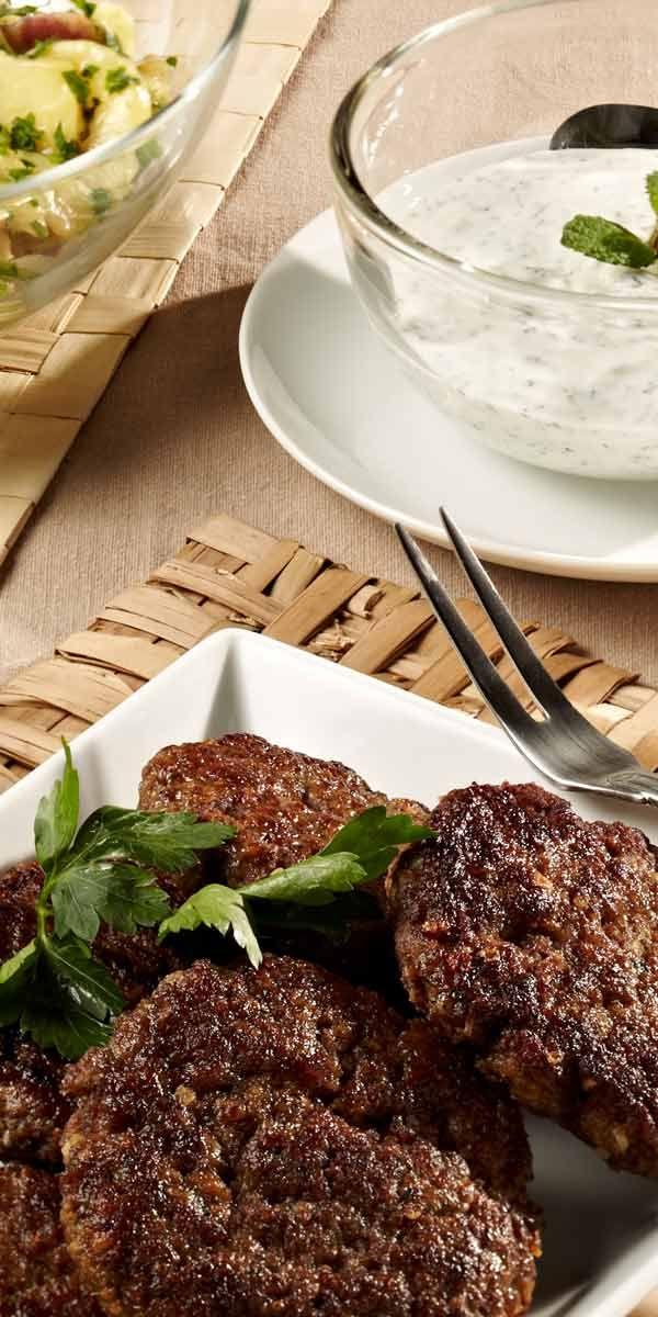 Beefsteaks sind immer eine gute Idee. Wenn du dazu eine feine Cumberlandsauce oder eine Minzsauce anbietest werden alle am Tisch zufriedensein.