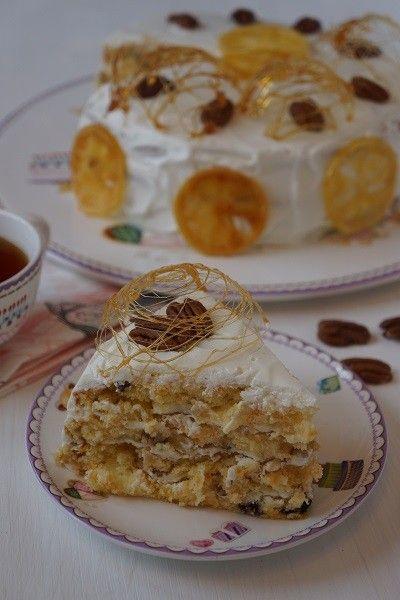 """Торт """"Бабушкин"""" Для теста: 250 гр пшеничной муки 4 яйца 320 гр сахара (количество сахара можно смело уменьшить до 270 гр) 120 гр изюма 1/3 апельсина 1 лимон 2-3 моркови 6 ст.л. растительного масла 1 гр корицы"""