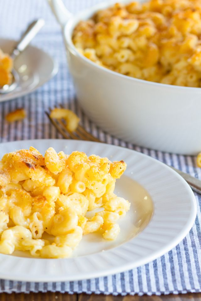 Greek Yogurt Macaroni and Cheese - Lightened-Up Comfort Food! Healthier Vegetarian Mac and Cheese Recipe with a Smoky, Crispy Breadcrumb Topping