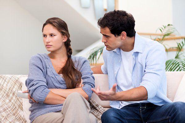 """Ruzies binnen de relatie worden vrijwel altijd veroorzaakt door de man. Dat stelt relatietherapeut Nicole Pijkela. Uit haar onderzoek blijkt dat veruitde meesterelatieconflicten ontstaan doordat de man niet luistert. """"In elke relatie is wel eens ruzie. Dat is heel normaal"""", legt Pijkela uit. """"Mannen zoeken graag de grens op. Ze testen tot hoe ver ze kunnen gaan. Ruzie is niet [...]"""