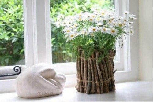 Diy fabriquer un cache pot avec des branchages nature - Decoration de terrasse avec pots de fleurs ...