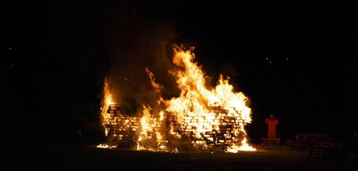 #UK: English towns burn effigies of ex-EC President Jose Manuel Barroso and ex-SNP leader Alex Salmond http://descrier.co.uk/news/uk/english-towns-burn-effigies-ex-ec-president-jose-manuel-barroso-ex-snp-leader-alex-salmond/