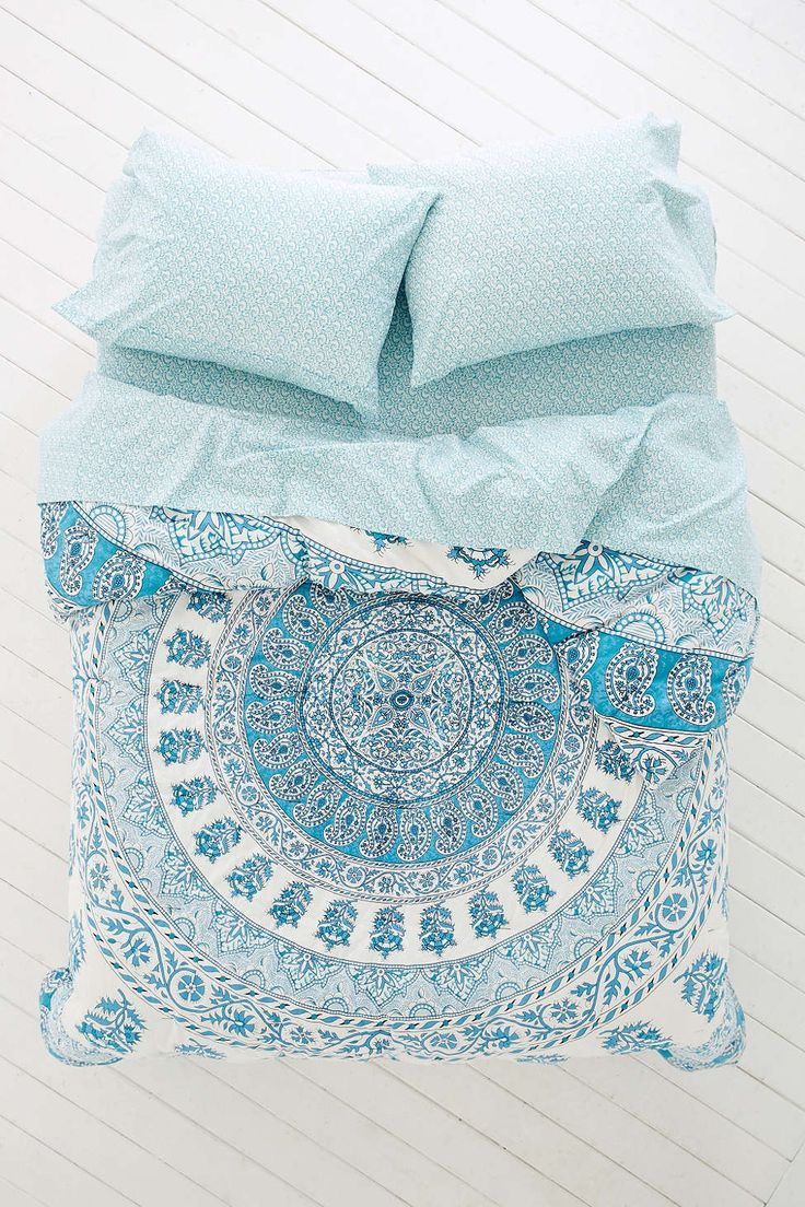 Plum & Bow Kerala Medallion Comforter Snooze Set - Urban Outfitters  -1 fitted sheet -1 flat sheet -1 pillow case -duvet cover  $150