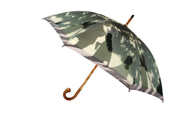 #ladonnaèmobile #asta #charity #umbrella #art #photographer @micolsabbadini @pasotti