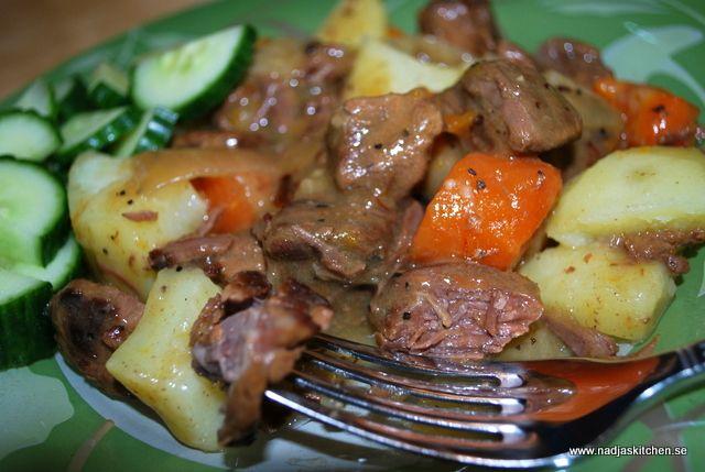 Koka en mustig Kalops! Här recept för tillagning i vanlig gryta och i en Crock-Pot! 5 sp/port + sp för potatis