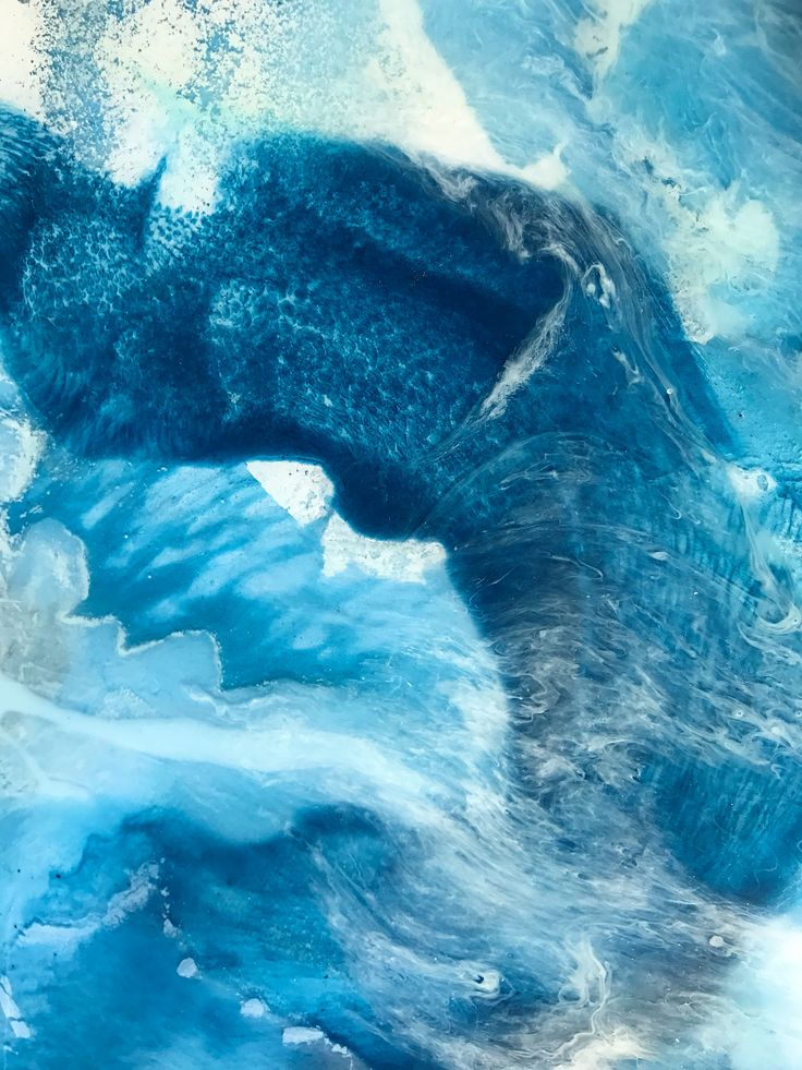 Layered ocean effect in resin