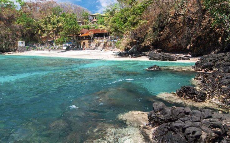 Een verborgen baai in het oosten van Bali, nabij Padangbai. #Bali #Rondreis #strand #beach #originalasia.nl