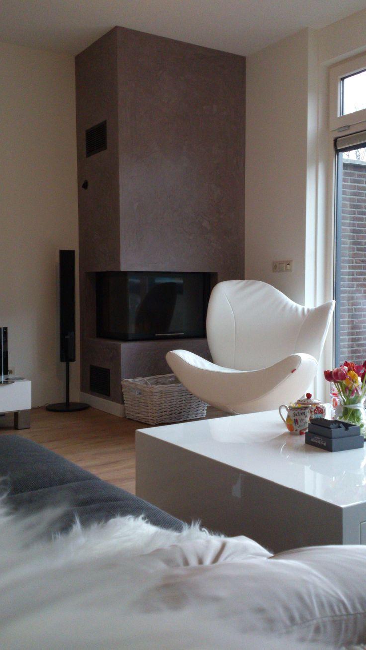Kalkstucco afwerking open haard schouw woonkamer, aangebracht door Verfmeesters