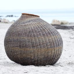 kugle, from Pileriet, a training center for basketry, weaving and design started the year 2000 by Ane Lyngsgaard, (Denmark)