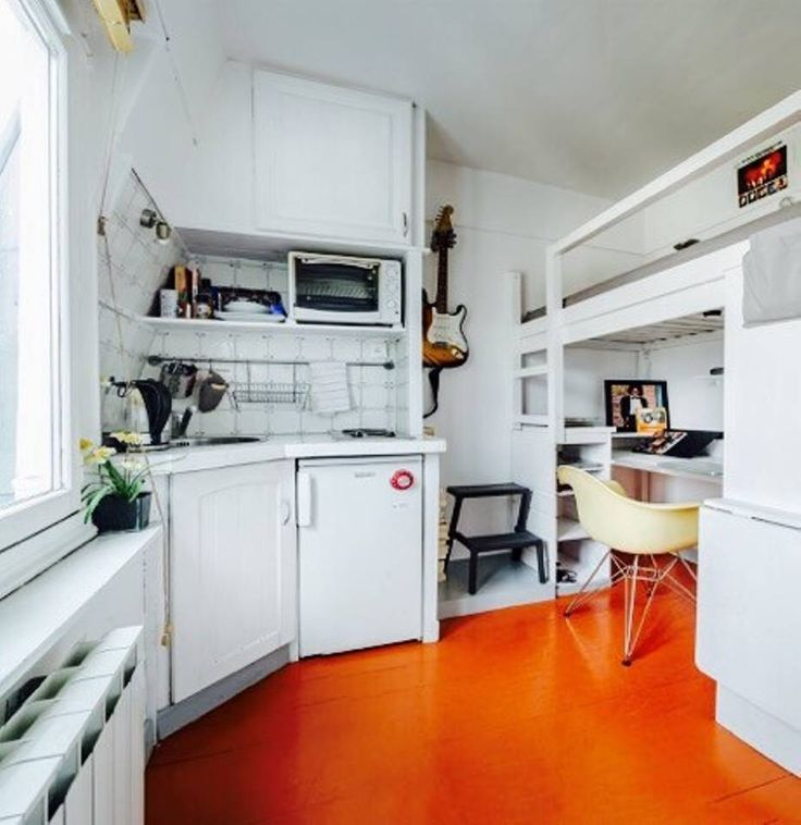 Apartament w Paryż, Francja. At the 6th floor and the last with no lift, this room of 9m2 all equipped with a bathroom and toilet. Bright overlooking the Sacred Heart (1 km). Ideal for one person. popular and lively area, it will not appeal to everyone. Metro station are 4 an...